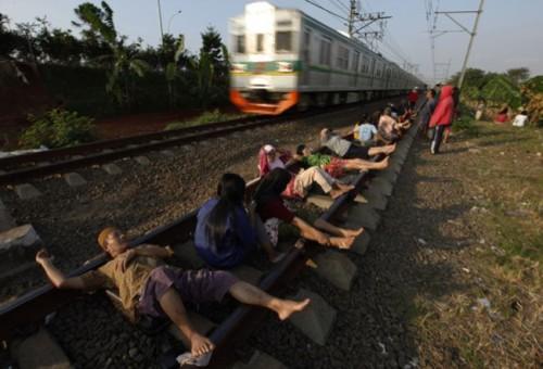 Tratamiento Rejuvenecedor En Las Vias De Un Tren De Tailandia