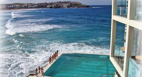 se trata de la piscina del bondi icebergs club en sidney australia construida a orillas del mar de tasmania de tamao olmpico es un verdadero oasis