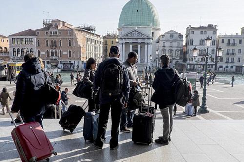 maletas-con-ruedas-en-venecia